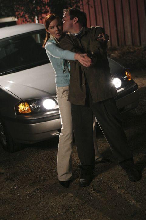 Bree (Marcia Cross, l.) trifft sich immer häufiger mit George (Roger Bart, r.), der sich im Gegensatz zu ihr allerdings verliebt hat ... - Bildquelle: Touchstone Television