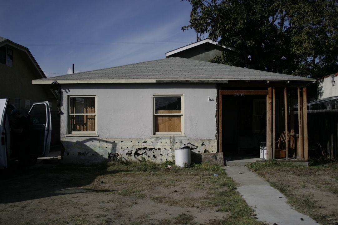 Das neuste Projekt von Christina und Tarek El Moussa steht in Long Beach, Kalifornien. Die beiden geben ihr Bestes, um dem Gebäude neues Leben einzu... - Bildquelle: 2014,HGTV/Scripps Networks, LLC. All Rights Reserved
