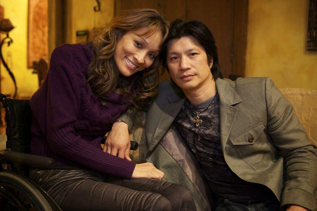 Angela (l.) und der Schauspieler Dustin Nguyen (r.) haben sich zwar entscheiden, getrennt zu leben, dennoch sind sie Seelenverwandt und fühlen sich...