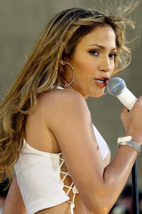 Jennifer Lopez 2001 - Bildquelle: Stan Honda/AFP