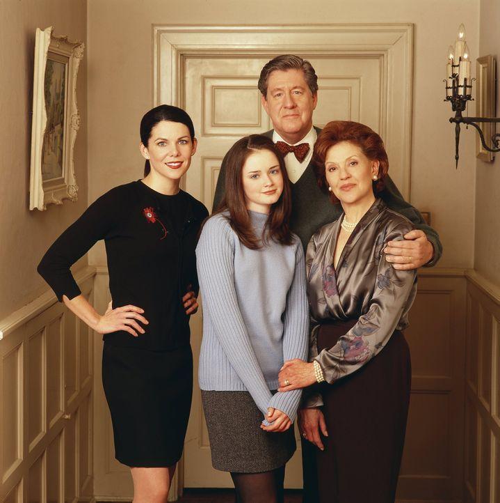 (1. Staffel) - Nachdem Lorelai (Lauren Graham, l.) und auch ihre Tochter Rory (Alexis Bledel, vorne) lange Zeit so gut wie keinen Kontakt zu Emily (... - Bildquelle: 2000 Warner Bros.