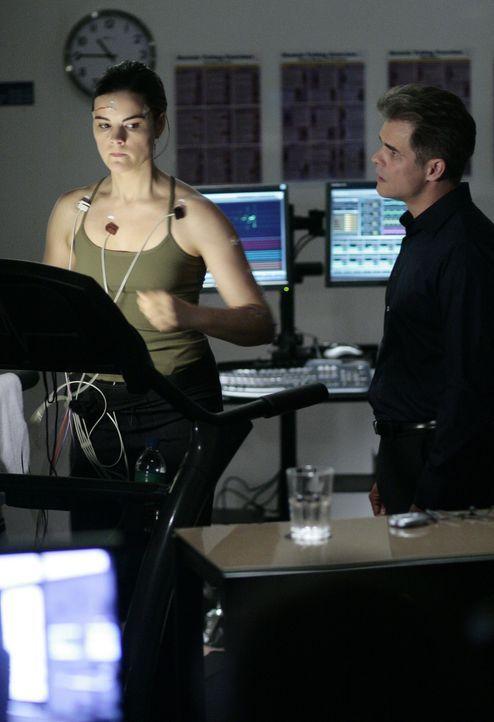 Verbissen trainiert Jessi (Jaimie Alexander, l.) mit Brian Taylor (Martin Cummins, r.) an der Verbesserung ihrer Fähigkeiten ... - Bildquelle: TOUCHSTONE TELEVISION