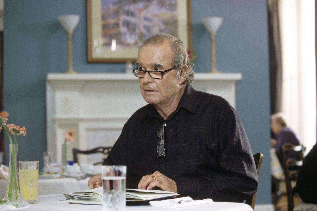 In einem Pflegeheim liest Noah (James Garner) der an Alzheimer leidenden Allie aus einem Notizbuch vor, in der Hoffnung, sie möge sich an irgendetw... - Bildquelle: Warner Brothers International Television