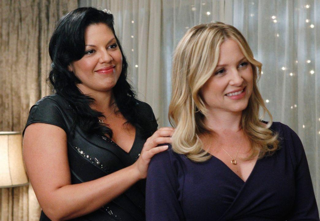 Auf der Feier bringt Callie (Sara Ramirez, l.) es endlich fertig, Arizona (Jessica Capshaw, r.) die Frage zu stellen, die ihr schon seit Tagen auf d... - Bildquelle: ABC Studios
