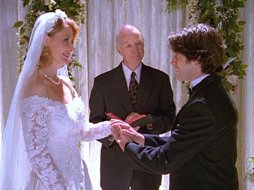 Miles (Trevor Lissauer, r.) träumt von einer Hochzeit mit seiner Professorin Zelda Spellman (Beth Broderick, l.) ... - Bildquelle: Paramount Pictures