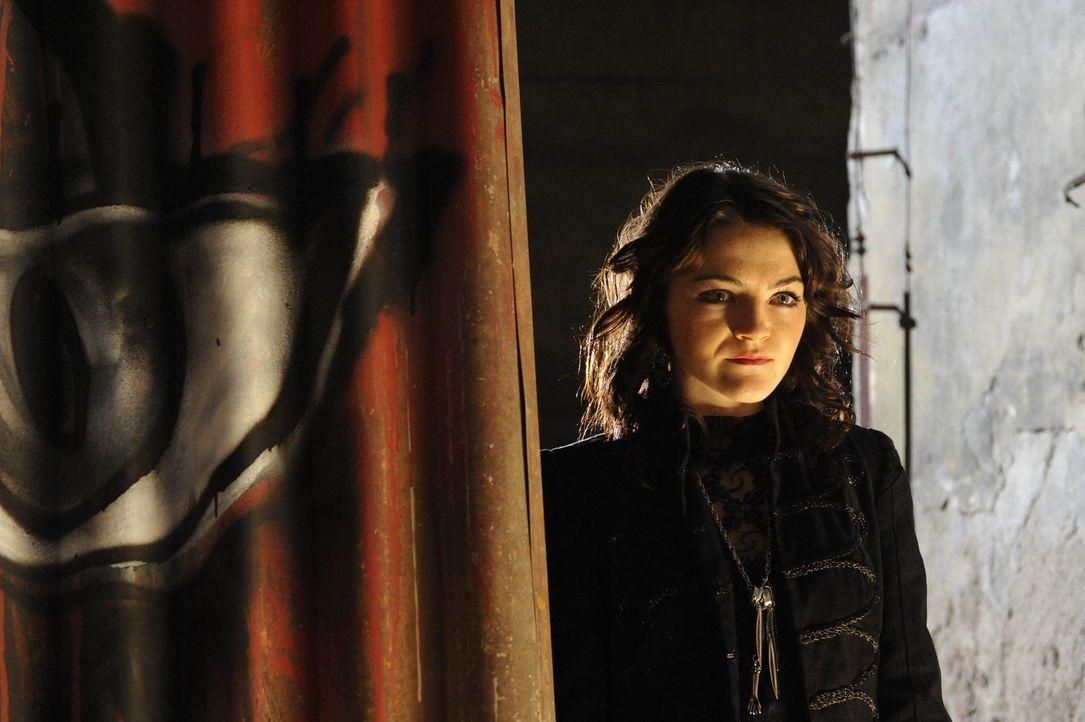 Marie (Finn Atkins) ist nicht die, die sie zu sein scheint ... - Bildquelle: Ibra Ibrahimovic ProSieben
