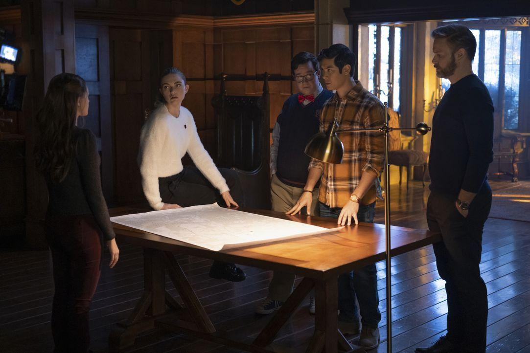 (v.l.n.r.) Hope Mikaelson (Danielle Rose Russell); Lizzie Saltzman (Jenny Boyd); Wade (Elijah B. Moore); Jed (Ben Levin); Alaric Saltzman (Matthew D... - Bildquelle: 2021 The CW Network, LLC. All rights reserved.