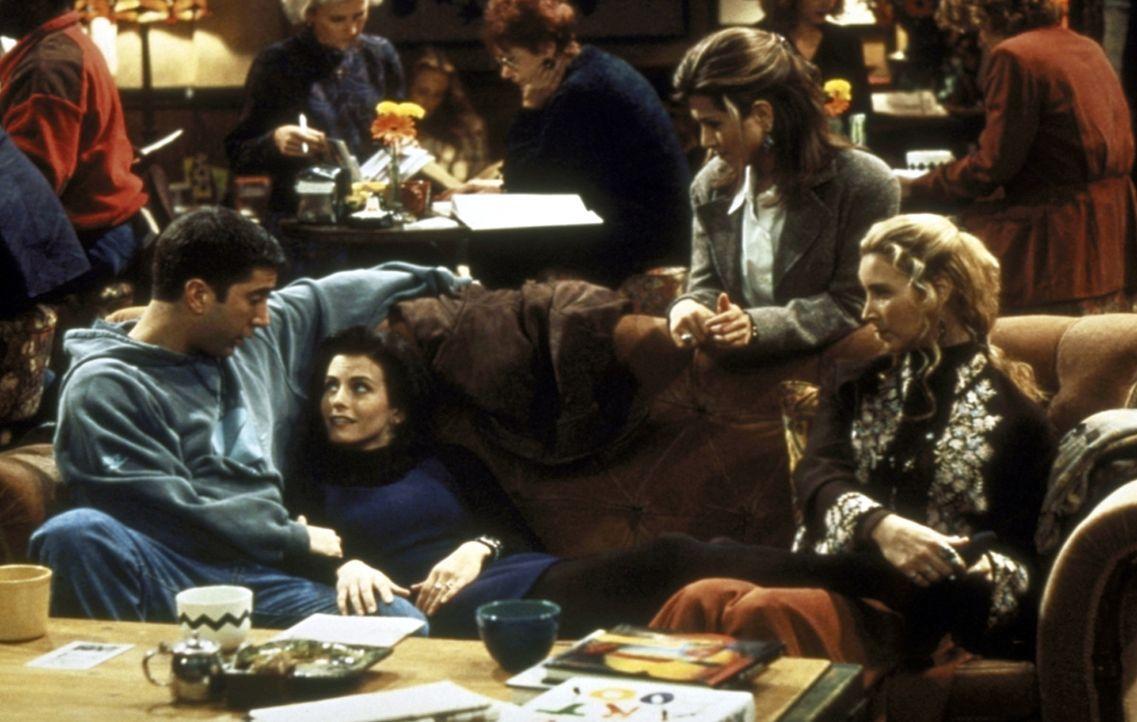 Monica (Courteney Cox, 2.v.l.) wurde herb enttäuscht. Bruder Ross (David Schwimmer, l.) und ihre Freundinnen Phoebe (Lisa Kudrow, r.) und Rachel (J... - Bildquelle: TM+  2000 WARNER BROS.