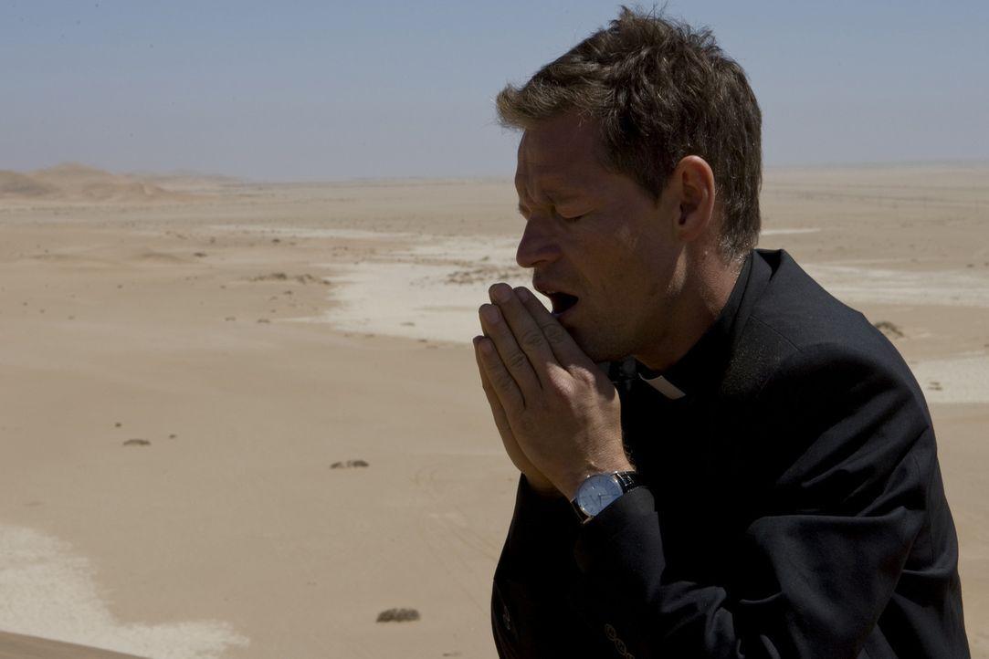 Der kalte und berechnende Priester Thadeus (Steffen Wink) ist Kardinal Rhades bedingungslos ergeben und sogar bereit, für ihn zu morden. Unermüdli... - Bildquelle: ProSieben