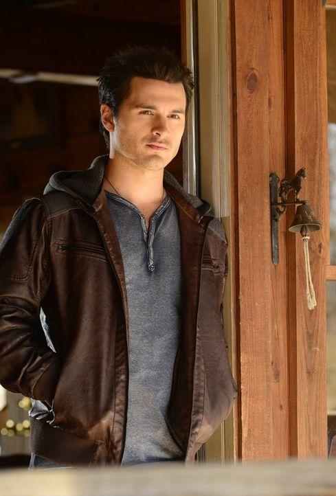 Noch ahnt keiner, wie Damon reagieren wird, wenn er erfährt, was wirklich mit Enzo (Michael Malarkey) passiert ist ... - Bildquelle: Warner Brothers