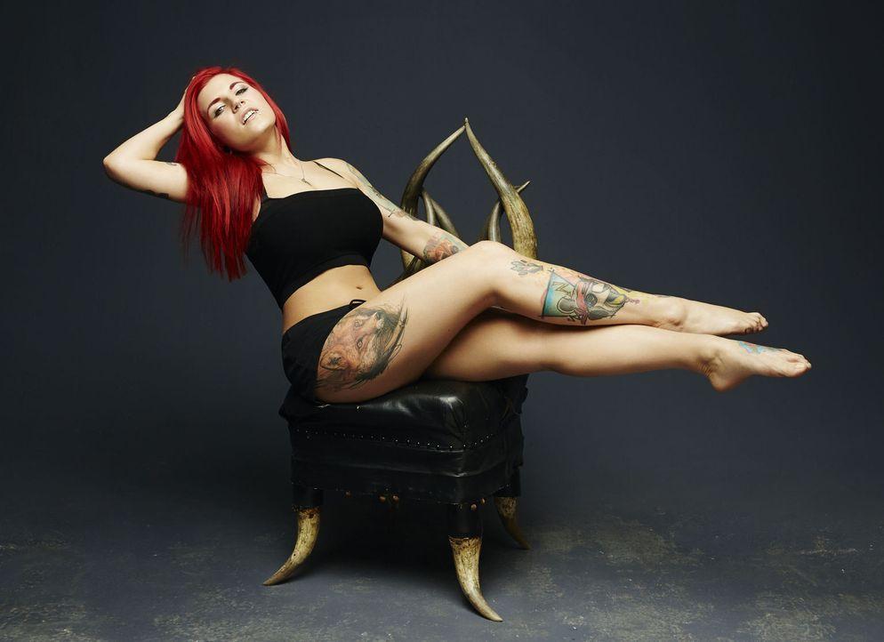 (1. Staffel) - Will Tattoo-Sünden mit professionellen Cover-ups an den Kragen: Nancy Mietzi ... - Bildquelle: Jens Koch sixx