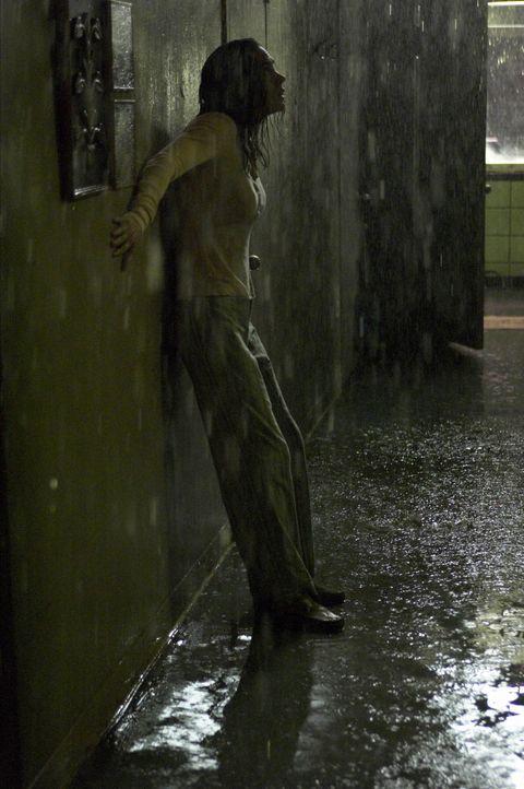 Ihre Wohnung wird zu einer tödlichen Falle: Dahlia Williams (Jennifer Connelly) lässt sich gerade von ihrem Mann scheiden und muss aus Kostengründen... - Bildquelle: Buena Vista Pictures