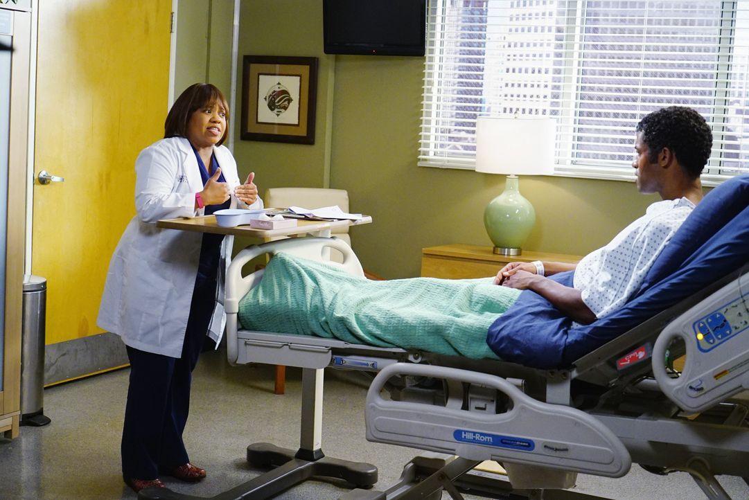 Kurt, der Bruder (Benjamin Patterson, r.) von Baileys (Chandra Wilson, l.) Mann Ben, wird ins Krankenhaus eingeliefert. Wie sich herausstellt, unter... - Bildquelle: ABC Studios