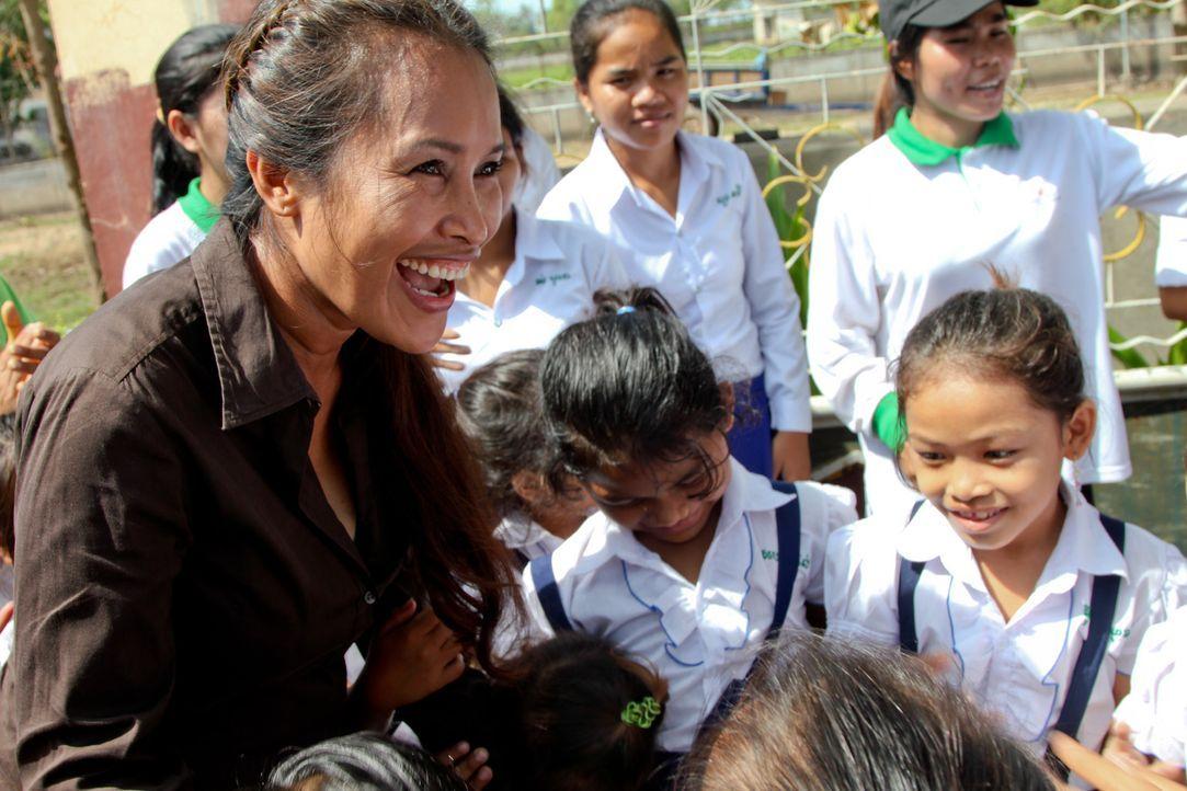 Somaly Mam (l.) wuchs in ärmlichen Verhältnissen auf und wurde Jahre wurde in einem Bordell in Phnom Penh zur Prostitution gezwungen. Jetzt ist si... - Bildquelle: Fremantle