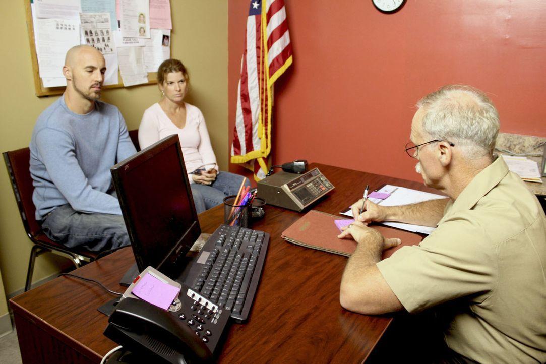 Noch spielen Steven (l.) und Sylvia Beersdorf (M.) die besorgten Schwiegereltern ... - Bildquelle: M2 Pictures
