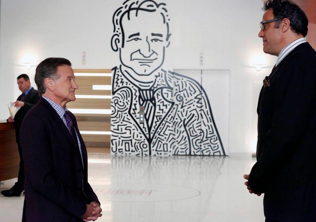 Gordon (Brad Garrett, r.) teilt Simon (Robin Williams, l.) mit, dass eine Firma die Agentur kaufen möchte. Der Vorstand muss zusammengerufen werden,... - Bildquelle: 2014 Twentieth Century Fox Film Corporation. All rights reserved.