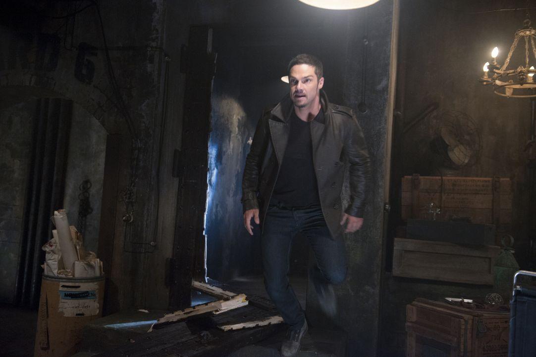Muss mit Cat zusammenarbeiten, um J.T. aus der Geiselhaft zu befreien: Vincent (Jay Ryan) ... - Bildquelle: 2013 The CW Network, LLC. All rights reserved.