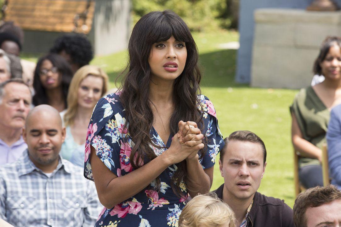Als Michael ein schockierendes Geständnis macht, weiß Tahani (Jameela Jamil) nicht, wie sie damit umgehen soll ... - Bildquelle: 2016 Universal Television LLC. ALL RIGHTS RESERVED.