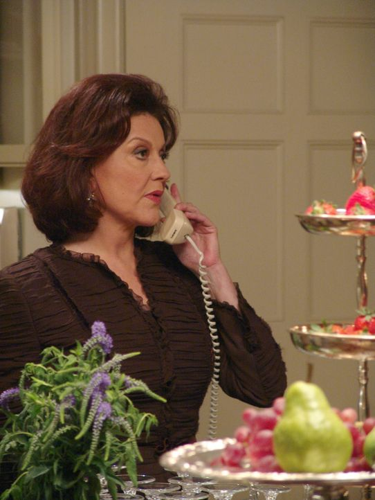 Emily (Kelly Bishop) findet, dass Dean nicht gut genug für Rory ist. Daher schmiedet sie einen Plan, um diesen los zu werden. Schließlich gibt es so... - Bildquelle: 2004 Warner Bros.