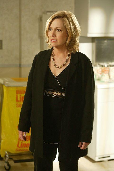 Annie (Catherine Hicks) eilt mit Eric ins Krankenhaus, nachdem dieser mit einem noch nie dagewesenen Gefühl in der Herzgegend aufwacht. Sie ist in... - Bildquelle: The WB Television Network