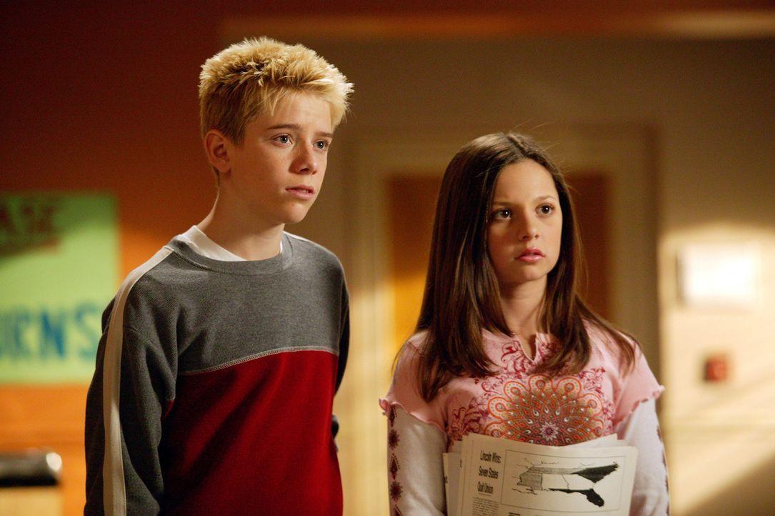 Verstehen sich Ruthie (Mackenzie Rosman, r.) und Peter (Scotty Leavenworth, l.) wieder besser? - Bildquelle: Paul McCallum The WB Television Network