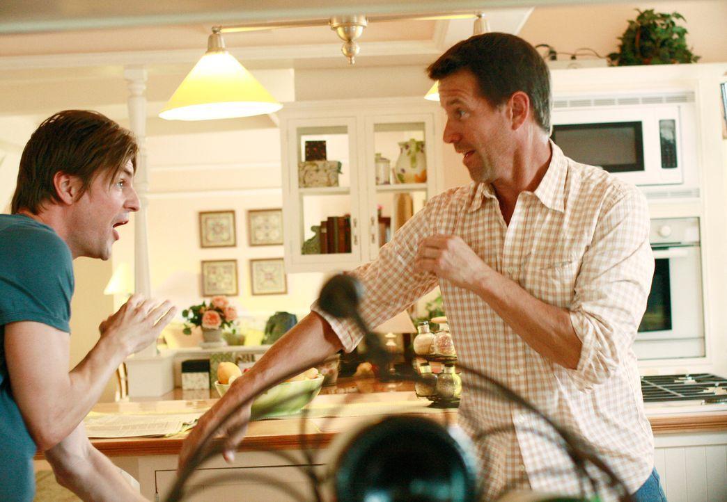 Verstehen sich prächtig: Susans neuer Freund Jackson (Gale Harold, l.) und ihr Ex-Mann Mike (James Denton, r.) ... - Bildquelle: ABC Studios