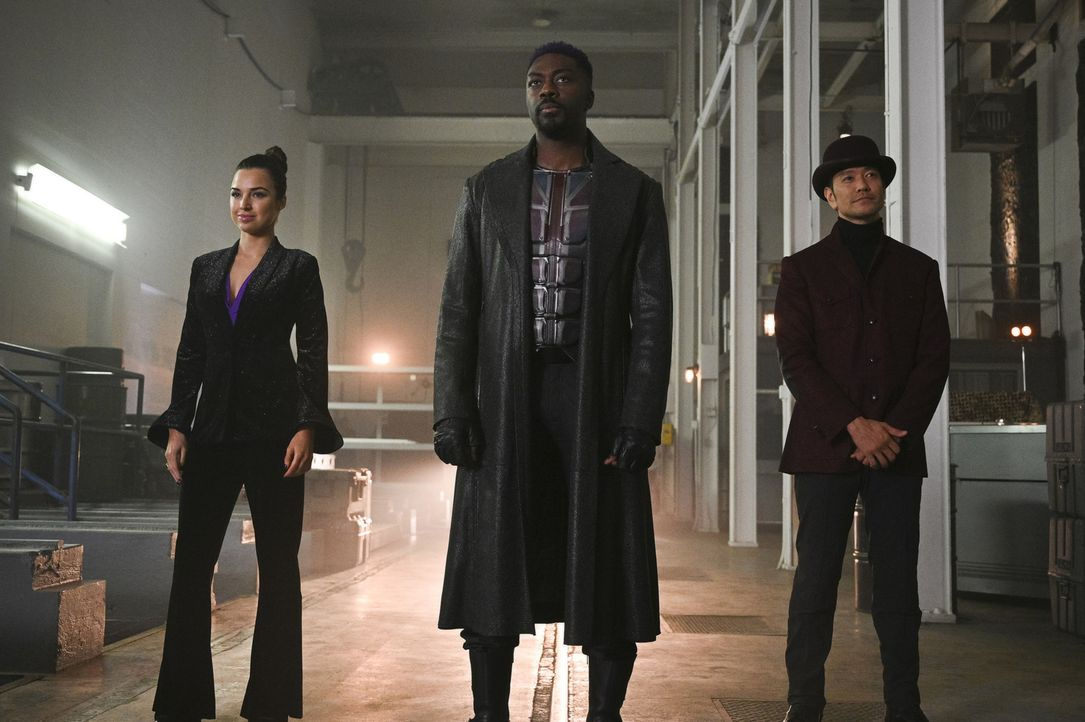(v.l.n.r.) Pamela Ferrar alias Menagerie (Jessica Meraz); Manchester Black (David Ajala); Hat (Louis Ozawa Changchien) - Bildquelle: Sergei Bachlakov 2018 The CW Network, LLC. All Rights Reserved.