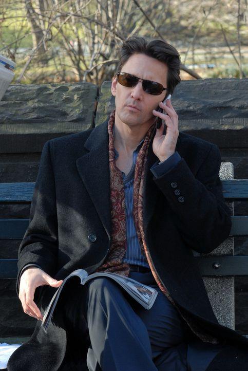 Joe (Andrew McCarthy) hat einen Strohmann engagiert, der sich um Victorys Firma kümmert. Doch schnell merkt Victory, wieso ihr jeder Wunsch erfüllt... - Bildquelle: 2004 NBC, Inc.