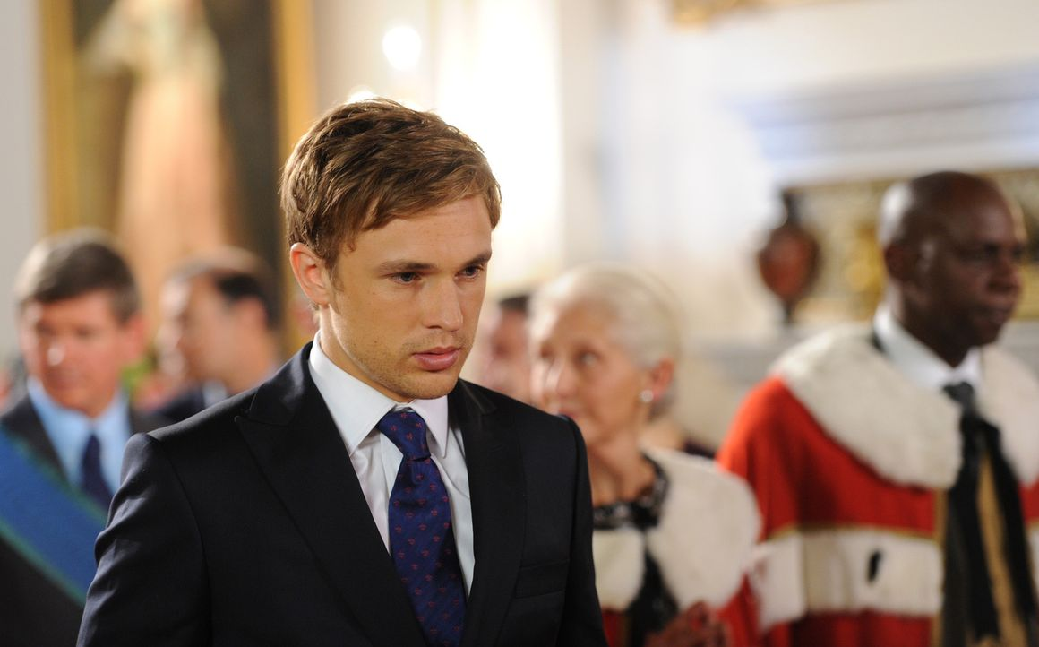 Die große Zeremonie steht an und Prinz Liam (William Moseley) soll zum Prinzregenten ernannt werden - doch wird das Prinz Cyrus wirklich zulassen? - Bildquelle: Stuart Wilson 2014 E! Entertainment Media LLC/Lions Gate Television Inc.