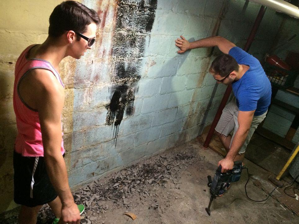 Will (l.) und Ben (r.) müssen sich schnell eingestehen, dass sie mit ihrem ersten Umbau ein wenig überfordert sind. Und das, wo sie den hoffentlich... - Bildquelle: 2014, DIY Network's/Scripps Network's, LLC.
