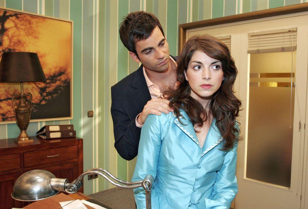 Mariella (Bianca Hein, r.) kann sich in ihrer Traurigkeit gegenüber David (Mathis Künzler, l.) nicht öffnen. - Bildquelle: Noreen Flynn SAT.1 / Noreen Flynn