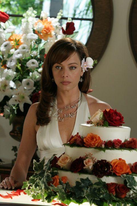 Julie (Melinda Clarke) kann nicht fassen, das Jimmy sie am Tag ihrer Trauung einfach sitzen gelassen hat ... - Bildquelle: Warner Bros. Television