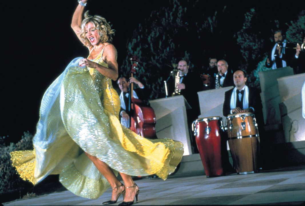 Society-Zicke Amber (Madonna) ist mit ihrem Mann Tony und Freunden auf einem Segeltörn im Mittelmeer unterwegs - und mit nichts zufrieden. Das Boot... - Bildquelle: 2003 Sony Pictures Television International