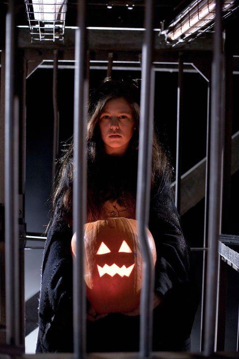 Hätte Rhonda (Samm Todd) geahnt, was diese Halloween-Nacht für sie bereithält, dann wäre sie lieber zu Hause geblieben ... - Bildquelle: 2007   Warner Brothers