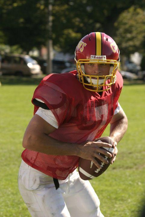 Endlich hat Clark (Tom Welling) es geschafft, in die Footballmannschaft aufgenommen zu werden - doch dann erlebt er eine faustdicke Überraschung ... - Bildquelle: Warner Bros.