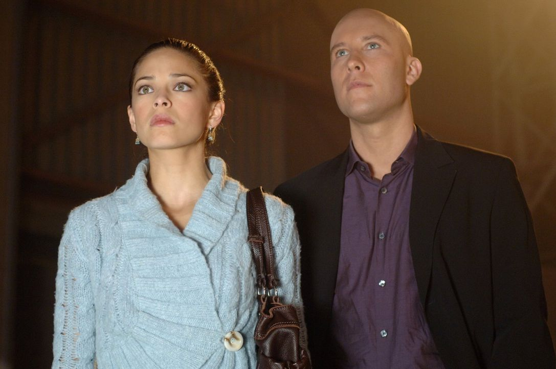 WIrd Clark paranoid oder hat Lana (Kristin Kreuk, l.) wirklich eine Affäre mit Lex (Michael Rosenbaum, r.)? - Bildquelle: Warner Bros.