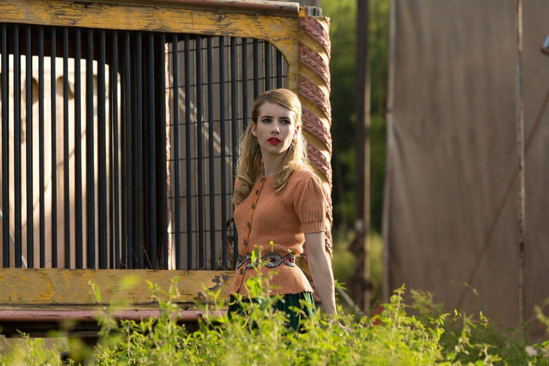 Als Maggie (Emma Roberts) nicht mit den erwarteten Ergebnissen bei Stanley auftaucht, sucht dieser sich kurzerhand einen neuen Handlanger ... - Bildquelle: 2014-2015 Fox and its related entities. All rights reserved.