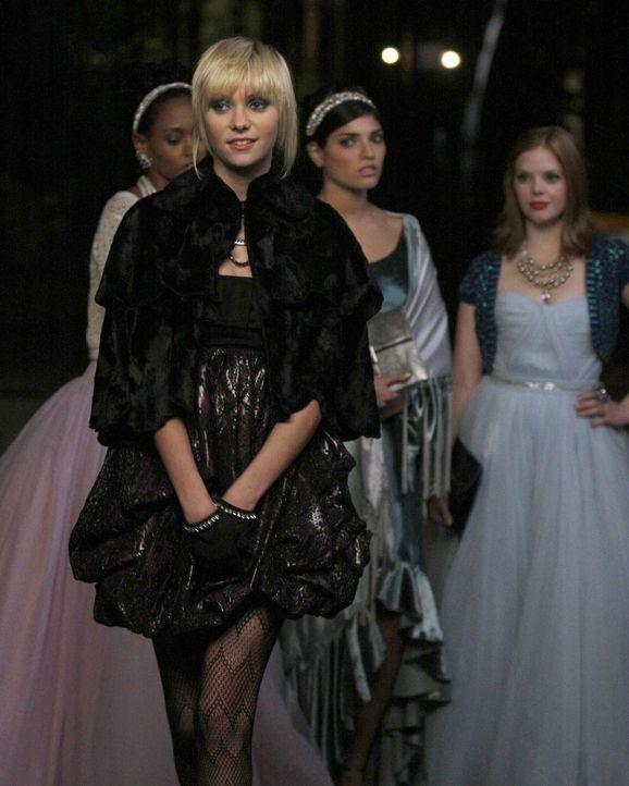 Als Jenny (Taylor Momsen) erfährt, dass Vanessa und Nate zusammen sind, lässt sie sich verletzt und enttäuscht auf einen Racheplan mit Penelope ein... - Bildquelle: Warner Brothers