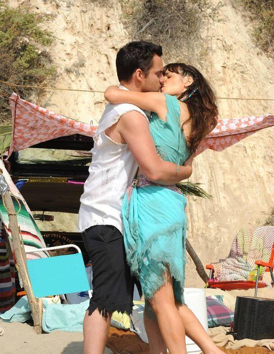 Ein romantischer Ausflug nach Mexiko endet für Nick (Jake Johnson, l.) und Jess (Zooey Deschanel, r.) anders als geplant ... - Bildquelle: TM &   2013 Fox and its related entities. All rights reserved.