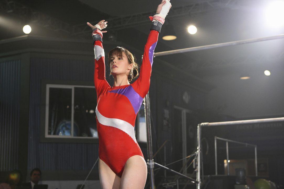 Gute Miene zum Bösen Spiel: Emily (Chelsea Hobbs) hat ihre Übung verpatzt ... - Bildquelle: 2009 DISNEY ENTERPRISES, INC. All rights reserved. NO ARCHIVING. NO RESALE.