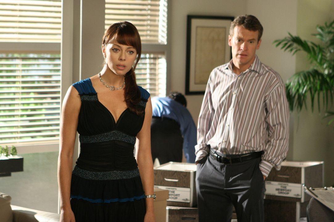 Jimmy (Tate Donovan, r.) hat wieder einmal Geldprobleme, von denen Julie (Melinda Clarke, l.) allerdings nichts ahnt .... - Bildquelle: Warner Bros. Television