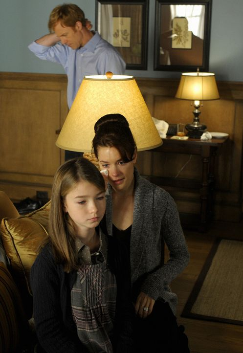 Thomas' Tod hat die gesamte Familie erschüttert. Shea (Gina Holden, M.) hat sich kaum noch unter Kontrolle, wohingegen sich für Richard (David Lew... - Bildquelle: 2009 CBS Studios Inc. All Rights Reserved.