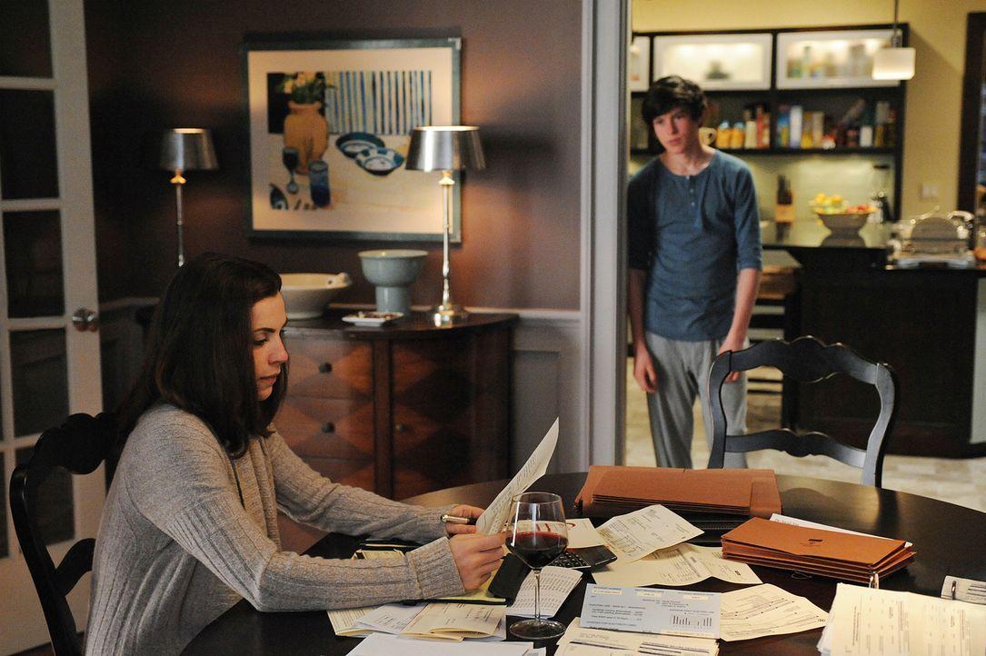 Hopp oder Top: Für Alicia (Julianna Margulies, l.) geht es um alles. In der Kanzlei steht die Entscheidung an, ob die Mutter von Zach (Graham Phill... - Bildquelle: CBS Studios Inc. All Rights Reserved.