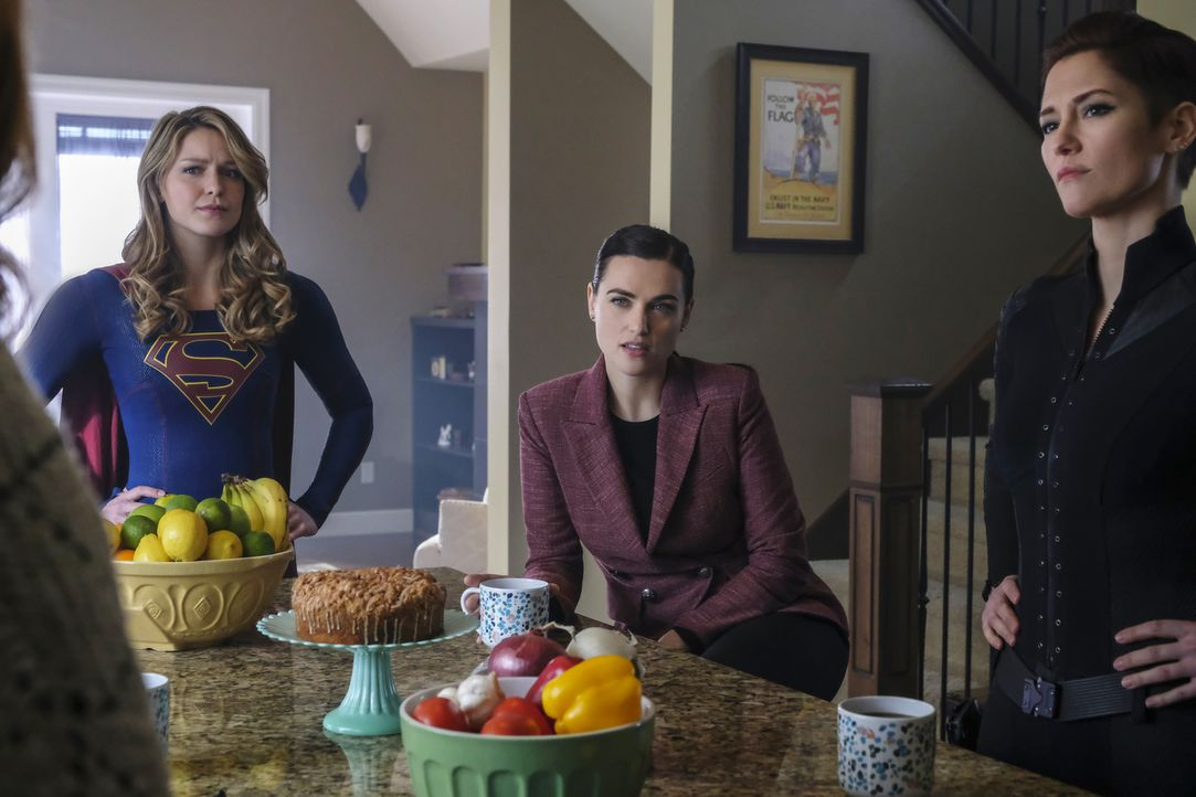 (v.l.n.r.) Kara alias Supergirl (Melissa Benoist); Lena (Katie McGrath); Alex (Chyler Leigh) - Bildquelle: Bettina Strauss 2018 The CW Network, LLC. All Rights Reserved.