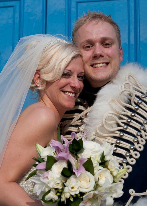 Nathan muss seine Hochzeit planen und das ganz alleine, denn mit seiner Braut Nichola darf er nicht kommunizieren ... - Bildquelle: Renegade Pictures Ltd