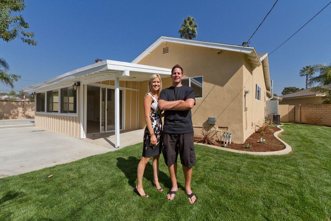 Christina (l.) und Tarek El Moussa (r.) kaufen preiswert Häuser auf und stecken all ihre Energie in die Renovierung und Sanierung. Anschließend hoff... - Bildquelle: 2012, HGTV/Scripps Networks, LLC. All Rights Reserved