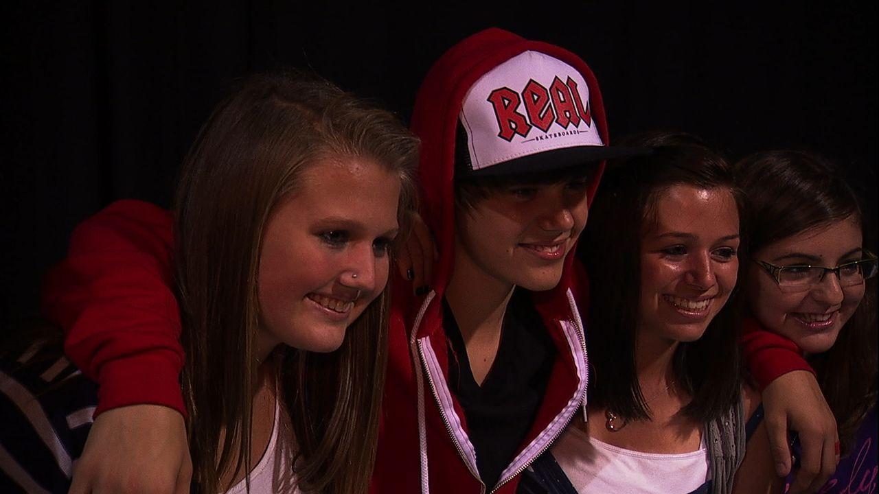 Justin Bieber (2.v.l.) lässt Millionen Mädchenherzen höher schlagen, doch wie ist er zu dem Weltstar geworden, der er heute ist? - Bildquelle: 2014 PARAMOUNT PICTURES. ALL RIGHTS RESERVED.