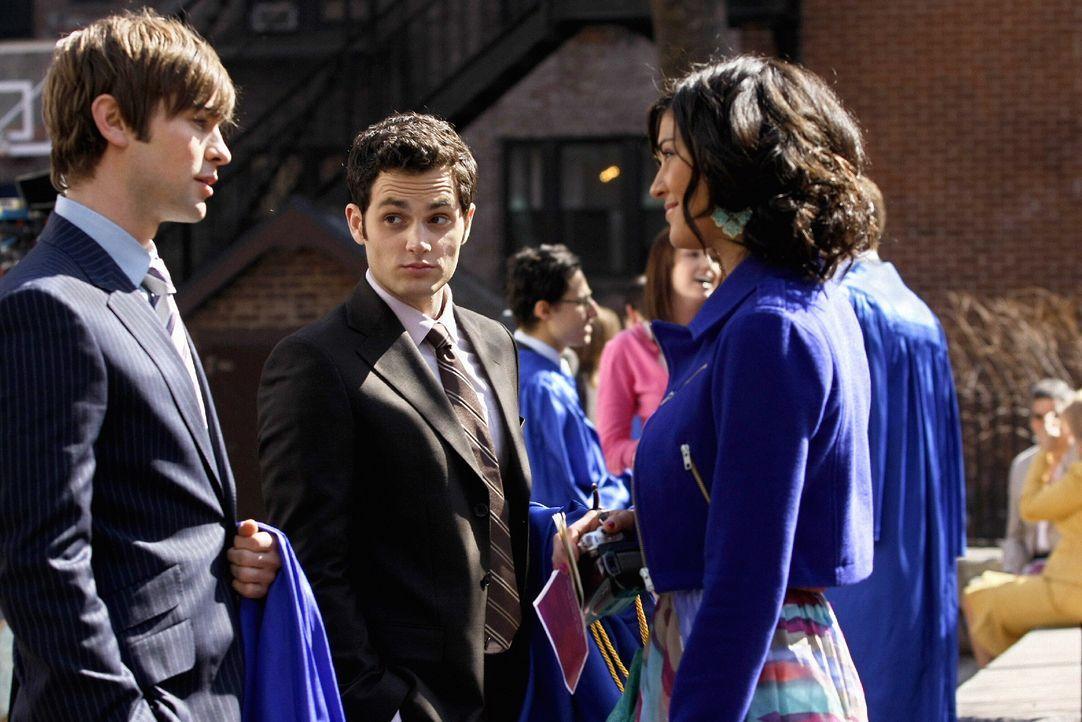 Nate (Chace Crawford, l.) lädt Dan (Penn Badgley, M.) und Vanessa (Jessica Szohr, r.) zu seiner Party nach der Abschlussfeier ein ... - Bildquelle: Warner Brothers