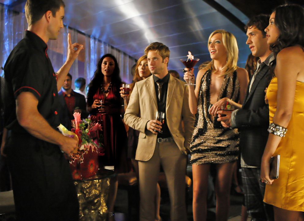 Welche Überraschung hat denn Auggie noch für seine Freunde? Hoffentlich eine gute... (v.l.n.r.: Colin Egglesfield, Shaun Sipos, Katie Cassidy, Mic... - Bildquelle: 2009 The CW Network, LLC. All rights reserved.