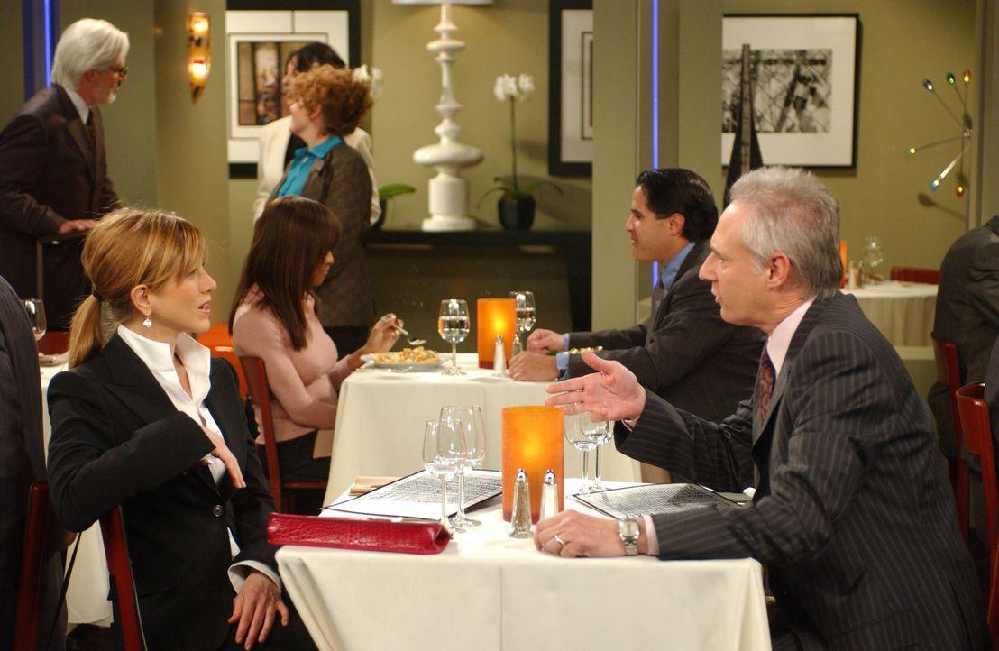 Bei einem Vorstellungsgespräch mit James (Brent Spiner, r.) gerät Rachel (Jennifer Aniston, l.) in eine blöde Situation ... - Bildquelle: 2003 Warner Brothers International Television